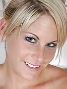 Courtney 3 Photo 11